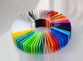Plexiglass berwarna